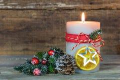 与装饰品的出现蜡烛和杉树分支 图库摄影