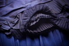与装饰品的蓝色织品 免版税库存照片