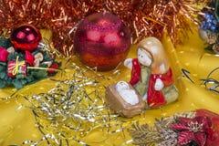 与装饰响铃、丝带和球的圣诞节背景 库存照片