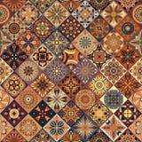 与装饰坛场的无缝的样式 葡萄酒坛场元素 五颜六色的补缀品 库存照片