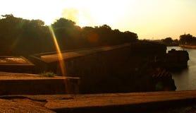 与装饰城垛和沟槽的日落在vellore堡垒 免版税库存图片