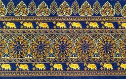 与装饰样式的大象和花 免版税库存图片