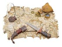与大奖章和刀子的海盗地图 库存照片