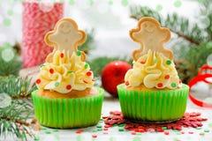与装饰的可口自创杯形蛋糕的圣诞节 库存照片