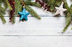 与装饰的圣诞树 库存照片