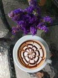 与装饰的艺术上等咖啡 免版税库存图片