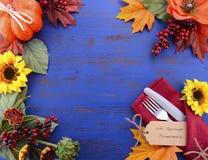 与装饰的边界的愉快的感恩背景 库存照片