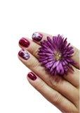 与装饰的钉子的妇女手指 免版税库存照片