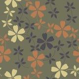 与装饰花和叶子的不尽的样式在绿色后面 库存照片