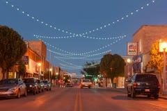 与装饰lighing的盖洛普新墨西哥路线66的街道scne 图库摄影