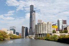 与西尔斯大厦的芝加哥地平线 库存图片