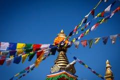 与西藏祷告的Stupa下垂Namo菩萨,尼泊尔 图库摄影