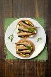 与西鲱和鸡蛋的开胃三明治 图库摄影