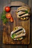 与西鲱和鸡蛋的开胃三明治 免版税库存图片