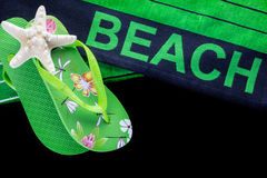 与触发器的海滩毛巾 图库摄影