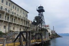 与警卫塔的Alcatraz监狱 免版税库存照片
