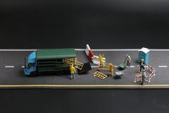 与警报信号的一个微型图在具体街道崩裂了 图库摄影