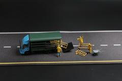 与警报信号的一个微型图在具体街道崩裂了 免版税图库摄影