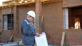 与计划外部的建造者在站点 影视素材