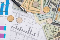 与计算器、金钱、笔和计算器的家庭预算 免版税库存照片