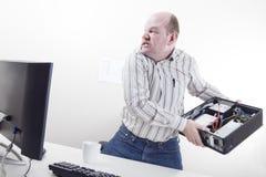 与计算机问题的恼怒的商人 库存图片