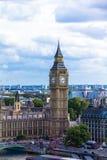 与议会、大本钟和西敏寺房子的都市风景  英国 图库摄影