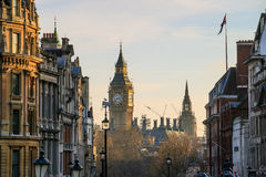 与议会大本钟和议院的伦敦地平线  库存照片