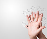 与讲话泡影的手指面带笑容 免版税图库摄影