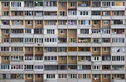 与许多的老公寓塔阳台 图库摄影