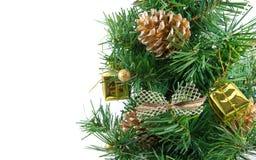 与许多的金黄装饰的圣诞树存在 免版税库存照片