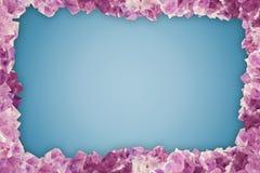 与许多石头紫晶,边界中心蓝色香草Bac的框架 库存图片