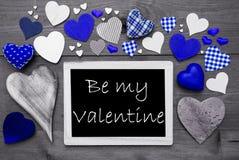 与许多蓝色心脏的Chalkbord,是我的华伦泰 免版税库存图片