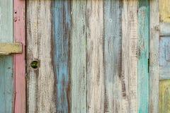 与许多颜色和背景的老木头 库存图片