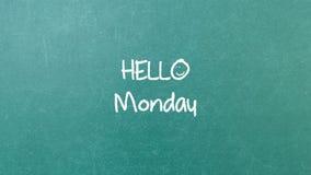 与词你好星期一的绿色黑板墙壁纹理 图库摄影