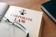 与词公司法的书 库存图片