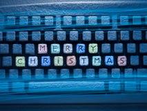 与词圣诞快乐的键盘色的钥匙 图库摄影