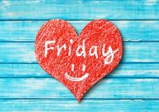 与词星期五的心脏标志在木背景 图库摄影