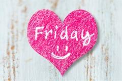 与词星期五的心脏标志在木背景 免版税图库摄影