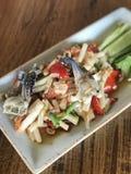 与词根莲花的番木瓜沙拉在泰国样式 免版税图库摄影