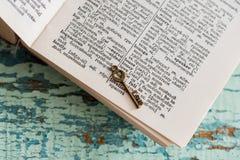 与词的字典页 免版税库存图片