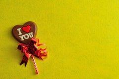 与词的心脏形状巧克力棒棒糖我爱你 免版税图库摄影