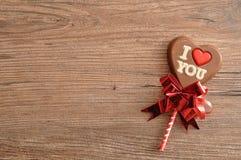 与词的心脏形状巧克力棒棒糖我爱你 库存图片