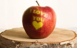 与词的红色苹果我爱你 免版税库存照片