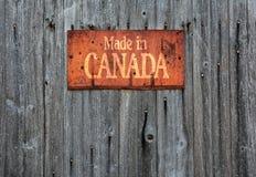 与词组的生锈的金属标志:加拿大制造 免版税库存照片