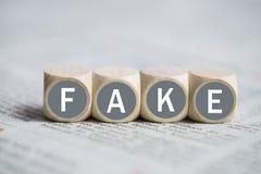 与词`伪造品`的立方体 免版税库存照片