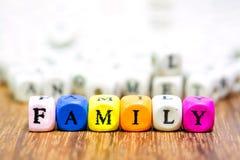 与词FMAILY的木模子意味父母我爱你 免版税图库摄影
