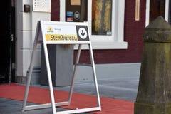 与词stembureau的一个标志 免版税库存照片
