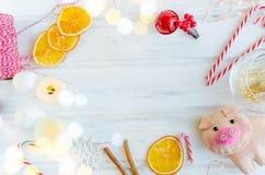 与诗歌选的圣诞节背景,贪心玩具,礼物,基督 免版税库存图片