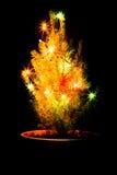 与诗歌选的小圣诞树在罐 黑色背景 免版税库存图片