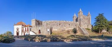 与诺萨Senhora da Esperanca教堂的费拉城堡在左边 免版税库存照片